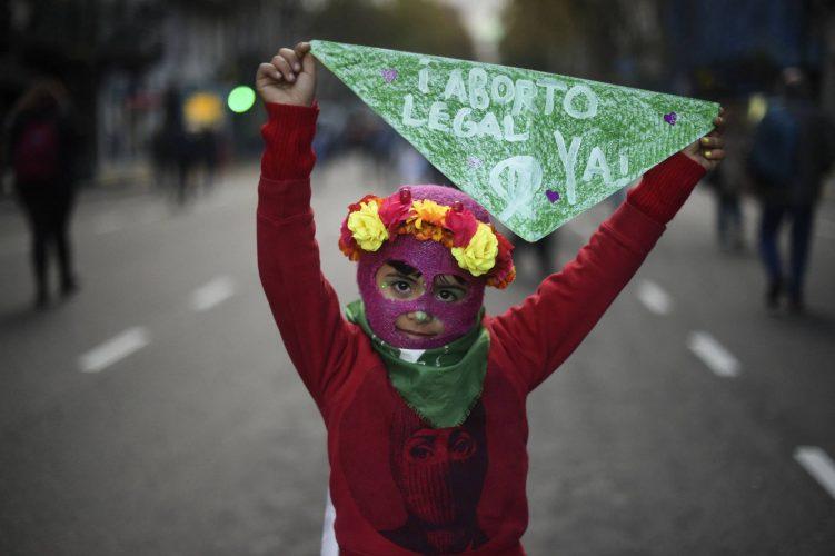 Autorizan aborto a niña de 12 años violada en Argentina